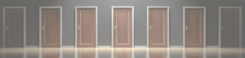 как убрать царапины на дверном полотне